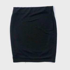⭐️4/$25Charlotte Russe Black ribbed pencil skirt L